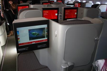 Airbus_A330-302_Iberia_EC-LYF_Bussines_Class_cabin_(11749323683)