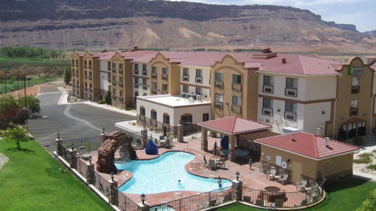 Holiday-Inn-Express-Hotel-Suites-Moab-photos-Exterior
